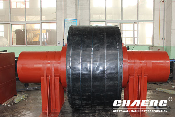 Replacement method of rotary kiln supporting roller